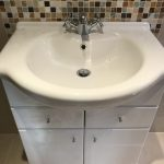 vanity unit including basin and basin tap